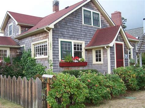 coast cottages 25 best ideas about red roof on pinterest garage