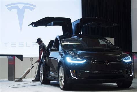 tesla jeep 100 tesla jeep researchers hacked a model s but