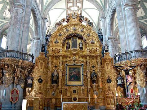 este es el altar donde rezo el papa en la catedral de