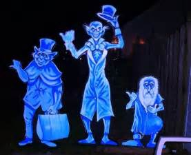 Diy Halloween Window Decorations Best 25 Hitchhiking Ghosts Ideas On Pinterest Haunted