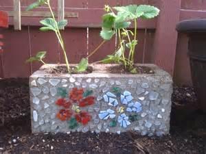 cinder block strawberry planter mosaique