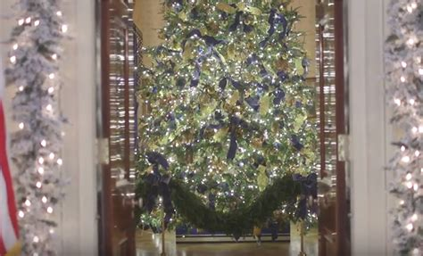 1996 blue room christmas tree president donald s schedule for friday december 1 2017