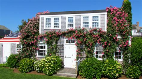 summer house cottages nantucket authentic nantucket covered summer vrbo