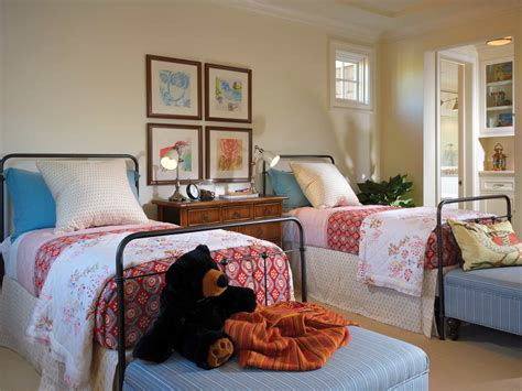 Cape Cod Style Bedroom by Cape Cod Style Bedroom With Beds 48259 House