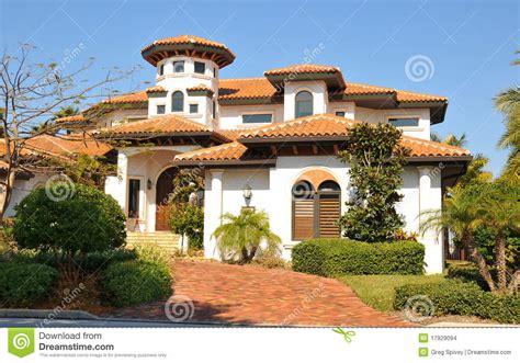 Luxury Mediterranean House Plans maison espagnole de type avec la tour images stock image