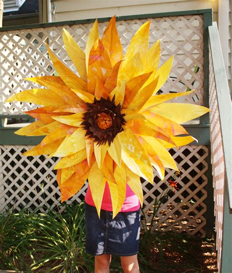 How To Make Sunflowers Out Of Paper - make a paper sunflower for 1 dollar store crafts