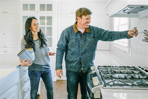 fixer upper facebook fixer upper stars chip and joanna gaines announce final season