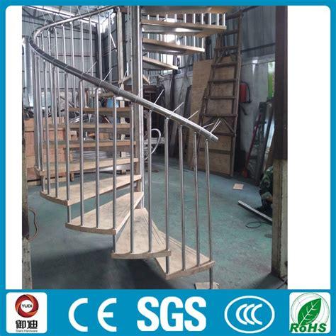 mercato interno a buon mercato interno in acciaio loft scale a chiocciola