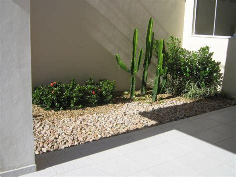 jardim decorado pedras e grama 60 jardins pedras decorativas fotos lindas