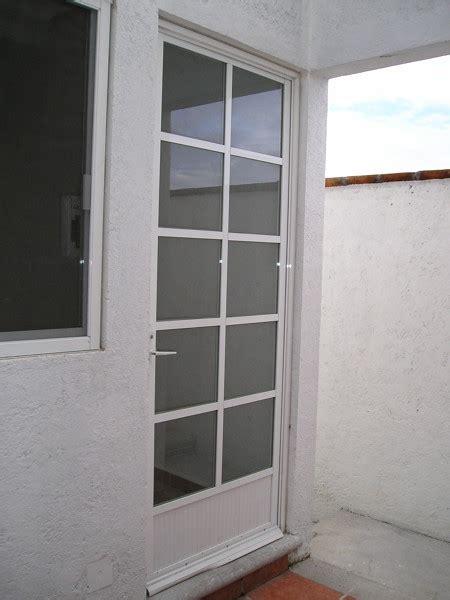 foto puerta patio de servicio de construccion  mantenimiento hercom coviesa sa de cv