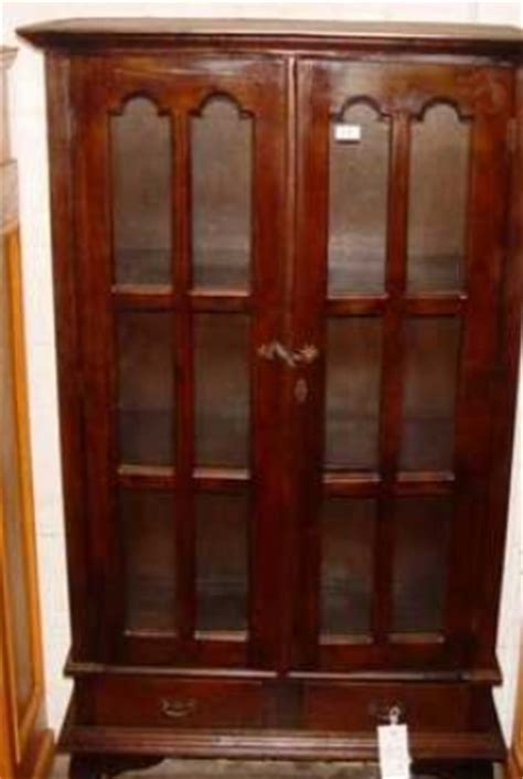 Bookcase With Locking Doors Mahogany 2 Door Locking Bookcase With Legs 71 High 998409