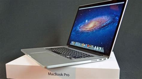 Macbook Pro Di Iplug Medan Tanda Tanda Macbook Pro Bakal Dipensiunkan Apple Tribunnews