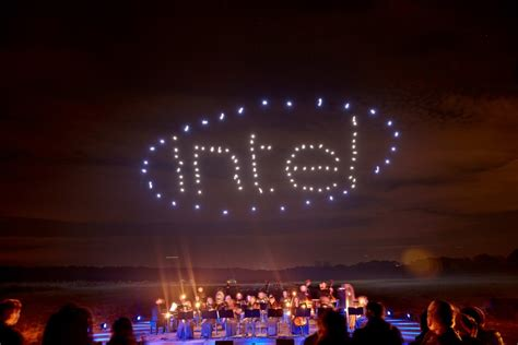 intel drone light show 100 dancing drones set world record iq by intel