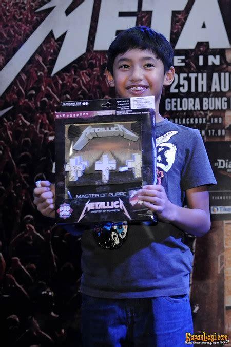 Jual Sho Metal Di Jakarta foto suasana lelang dan jual beri pernak pernik metallica
