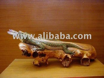 Wood Carving Tokay Lizard With Butterfly Buy Gecko