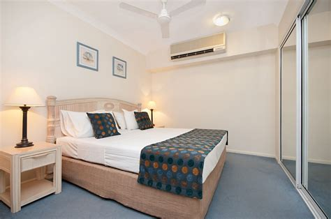 apartments with 2 master bedrooms palm cove 2 bedroom holiday apartments alassio palm cove
