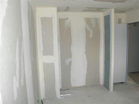 Faire Un Placard Mural 4635 by Comment Construire Un Placard Dressing Idees