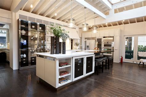 contemporary kitchen design idea feat oak wood flooring