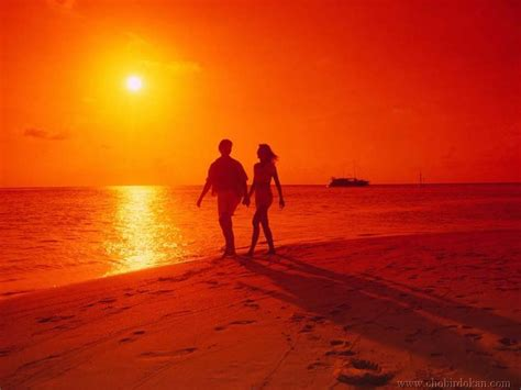 couple video wallpaper free love wallpapers romantic couple love wallpaper 2013