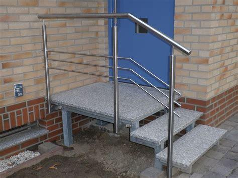 treppengeländer edelstahl aussentreppe staketengel 228 nder auf granitsteinmauer pictures to pin on