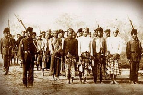 mengingat sejarah politik islam belanda terhadap umat islam  indonesia
