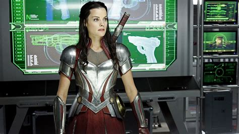jaimie alexander confirms thor 3 and that s she s jaimie alexander teases her return in thor ragnarok nerdist