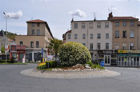 Photo à Neuville sur Saône (69250) : Le Rond Point Place de Verdun   Neuville sur Saône, 130863