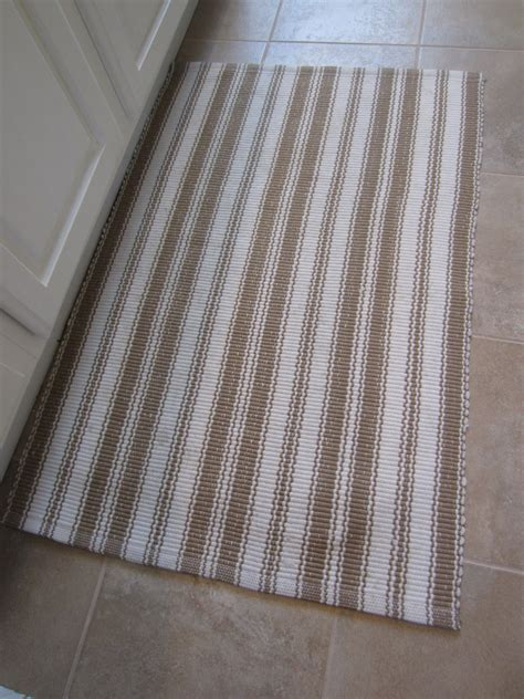 How To Wash Bathroom Rugs How To Clean Bathroom Rugs Start Right Away To Transform Your Small Bath Storage Add A
