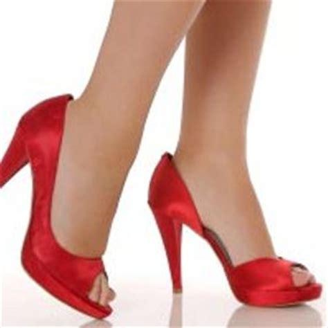 Sepatu All Yang Tinggi ciricara 7 cara berpakaian yang berakibat buruk pada