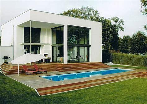 exclusiver garten modernes eigenheim mit swimmingpool pflegeleichte moderne