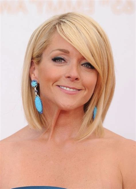 over 40 hair short with straight bangs jane krakowski short blonde bob hairstyle for women over