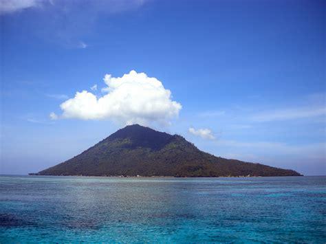 pulau manado tua indonesia  islandporn
