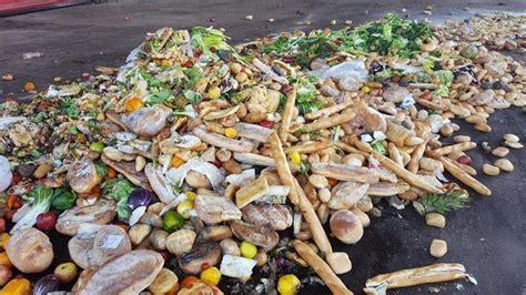 spreco alimentare nel mondo spreco di cibo nel mondo nel secchio un terzo di quello