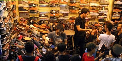 Harga Sepatu Asics Di Taman Puring pasar taman puring surganya sepatu murah kompas