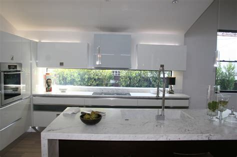 Modern Kitchen Island Pendant Lights white laquer and dark oak kitchen