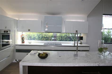 Kitchen Between Windows White Laquer And Oak Kitchen