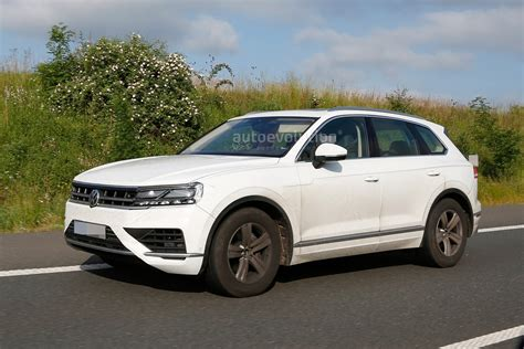 Volkswagen Touareg 2018 by 2018 Volkswagen Touareg Reportedly Set For Debut In April