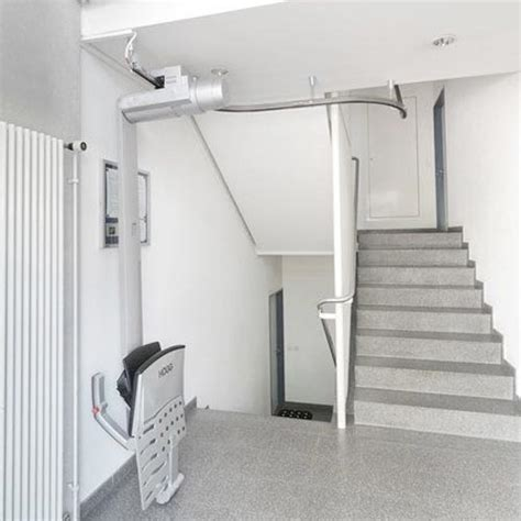 sollevatori per disabili a soffitto montascale a soffitto installiamo montascale sospeso al