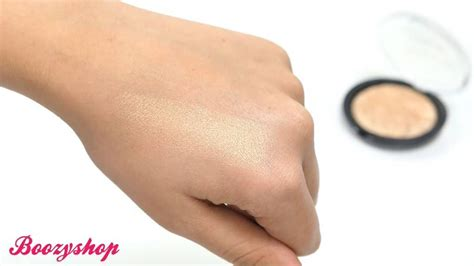 Detox With The Doctors Strobe by Makeup Revolution Strobe Highlighter Gold Addict
