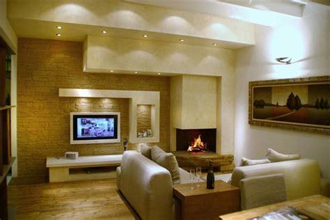 soggiorno moderno con camino caminetti moderni in marmo acciaio cartongesso per essere