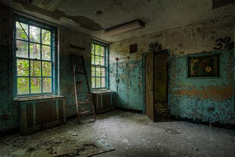 abandoned room abandoned asylum room www imgkid the image kid has it