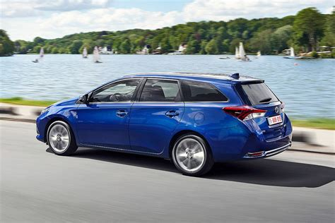 Auto Bild 6 2 15 by Toyota Auris Facelift 2015 Bilder Autobild De