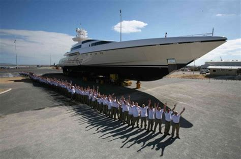 who owns the biggest boat in the world silver zwei
