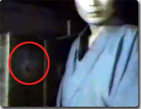 film hantu yang lucu ada hantu di cuplikan film jepang gambar video lucu