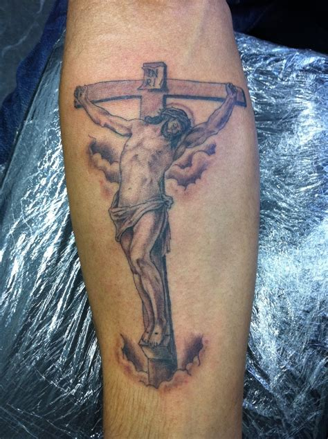 jesus carrying the cross tattoos 20 jesus tattoos and designs jesus meanings magment