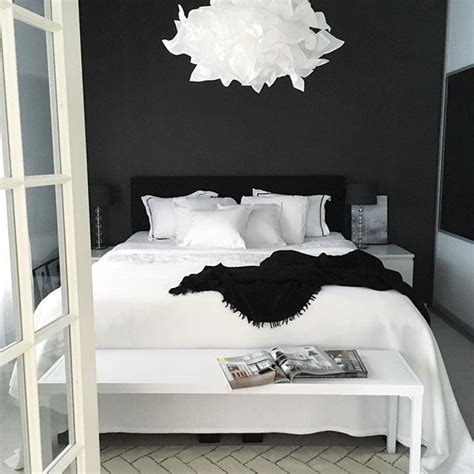 bedroom decorating ideas black and white