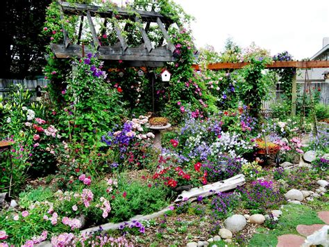 Cottage Gardens To Love Landscaping Ideas And Hardscape Flowers For A Cottage Garden