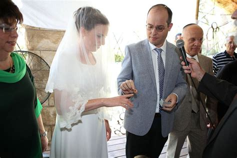 tv show of jewish woman who marries a black the wedding ring in judaism