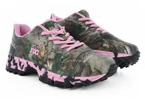 pink camouflage running shoes for