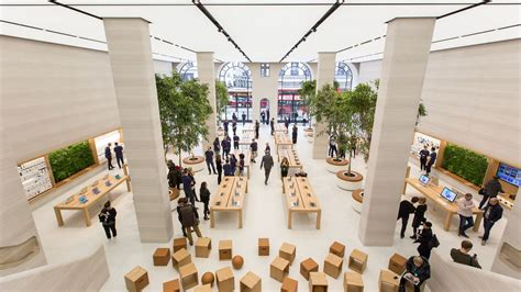 apple s redesigned store is kitted out with untethered iphones cnet